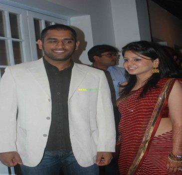 normal_mahendra_dhoni_and_sakshi_rawat1